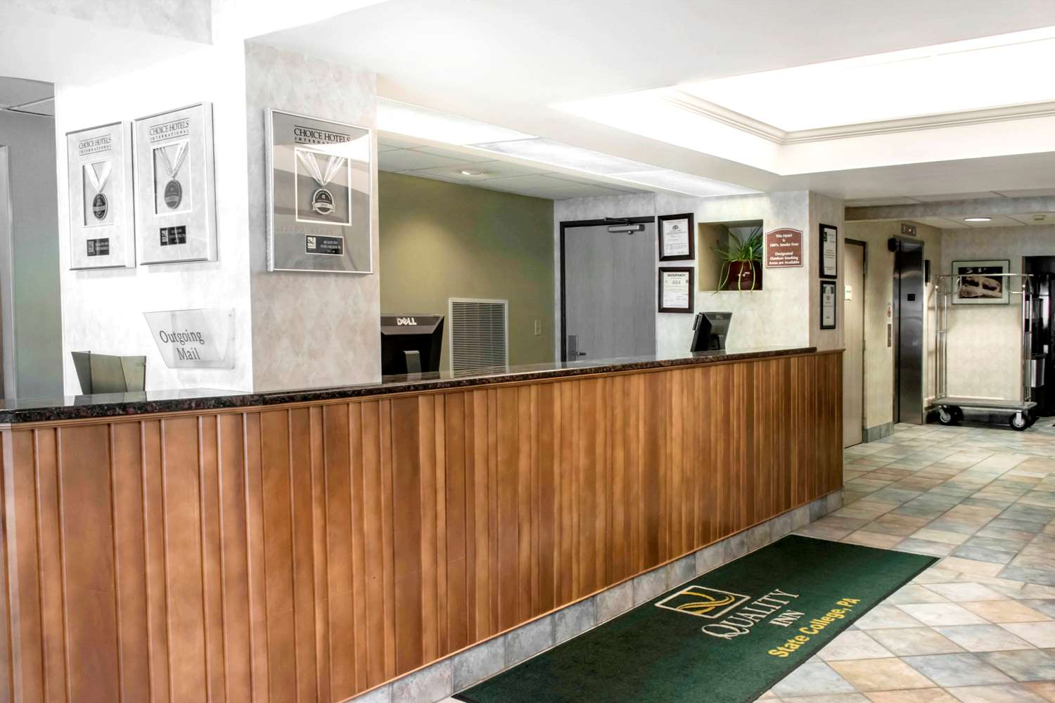 Lobby - Quality Inn State College