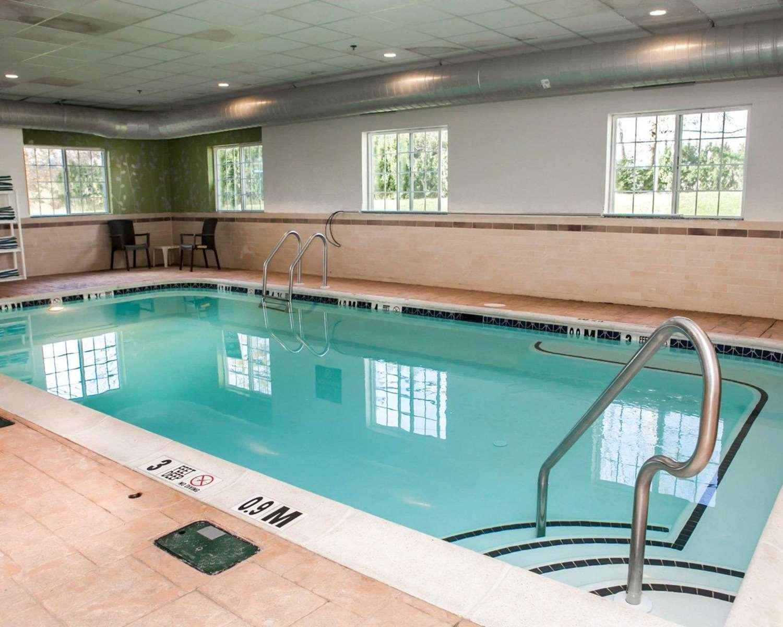 Pool - Sleep Inn & Suites Harrisburg