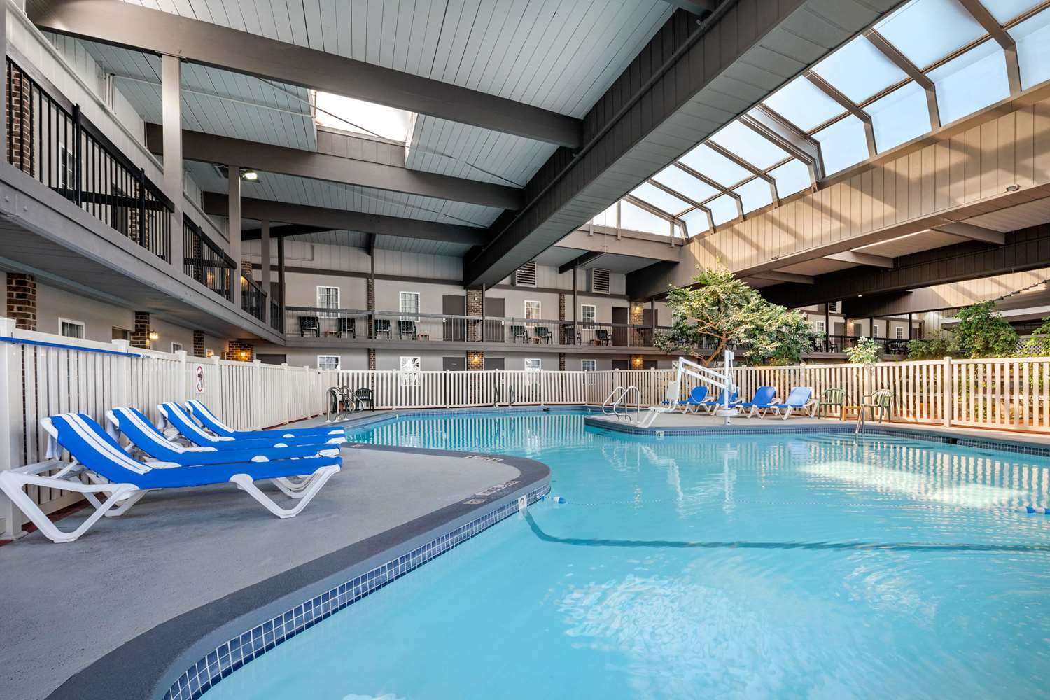 Pool - Clarion Hotel & Conference Center New Cumberland