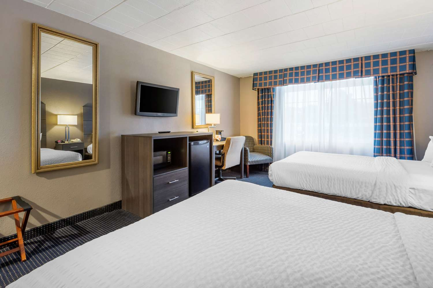 Room - Clarion Hotel & Conference Center New Cumberland