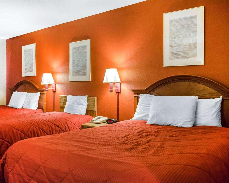 Room - Rodeway Inn Harrisburg