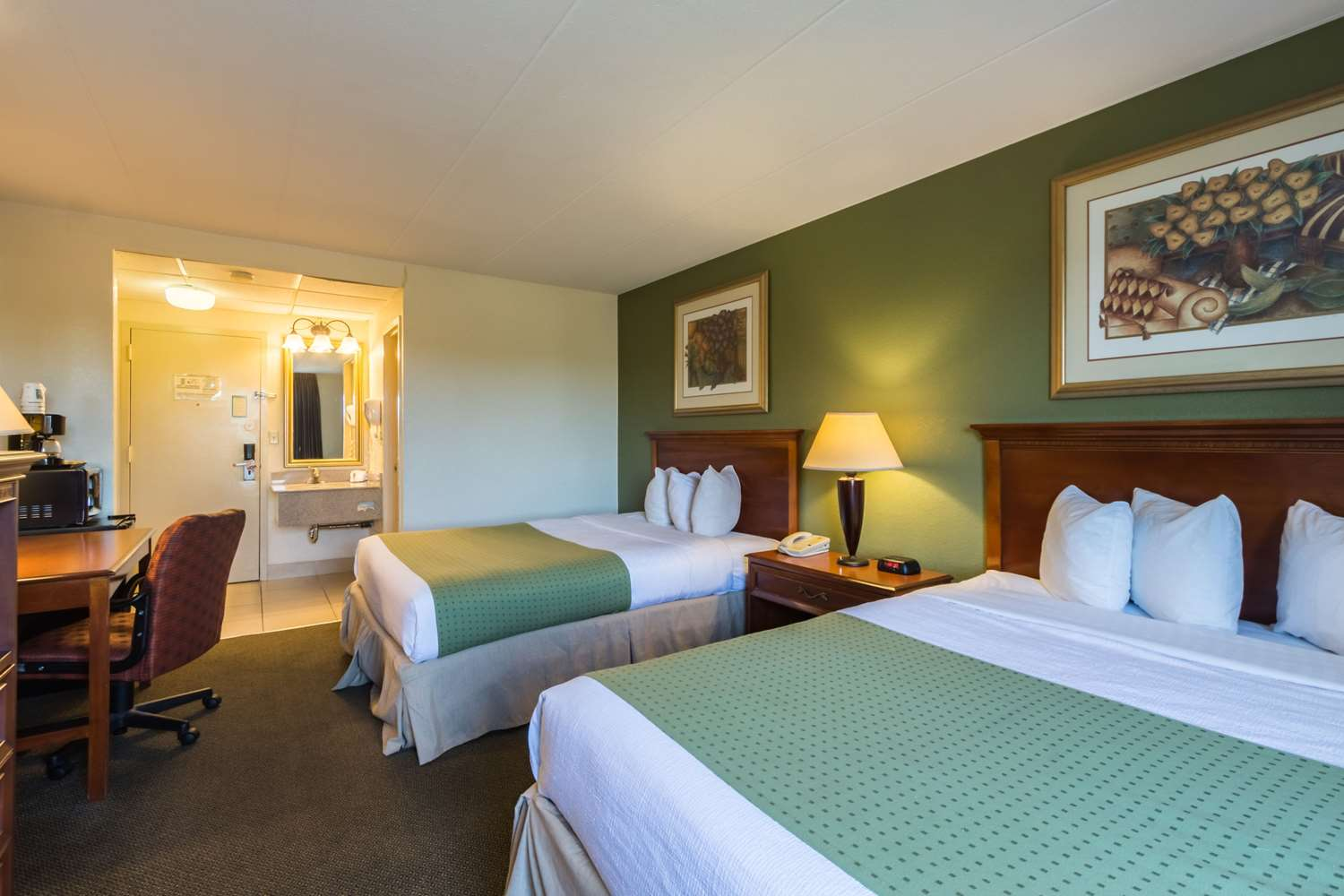 Room - Quality Inn & Suites West Chester