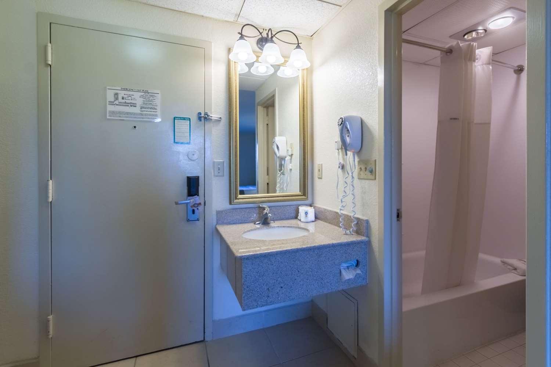 Suite - Quality Inn & Suites West Chester