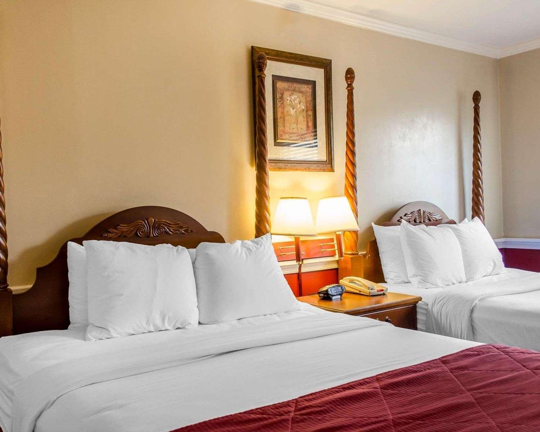 Suite - Clarion Inn Historic Strasburg