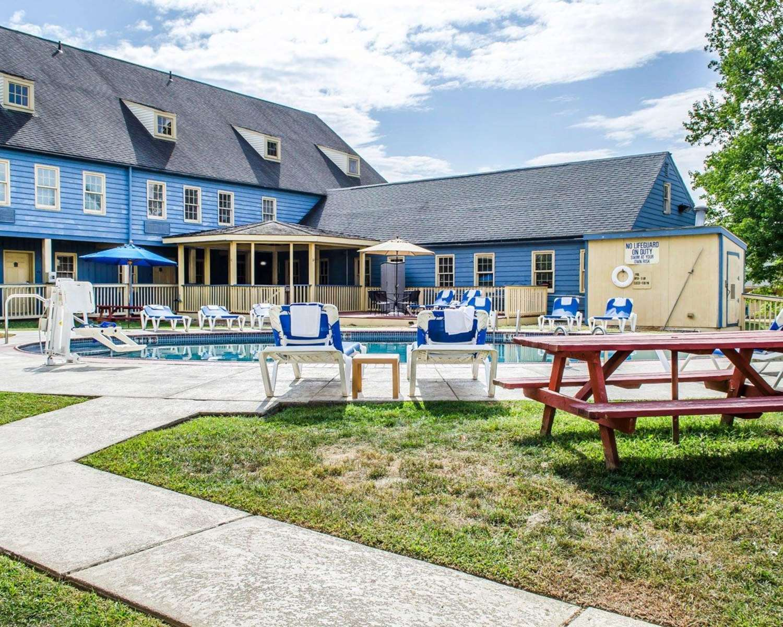 Pool - Clarion Inn Historic Strasburg