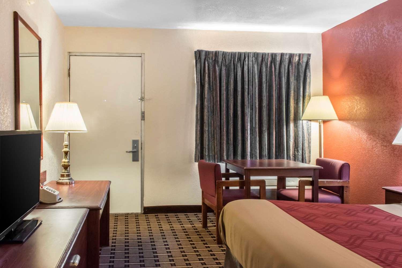 Room - Econo Lodge Northwest Carlisle