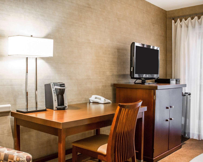 Room - Woodlands Inn & Resort Wilkes-Barre