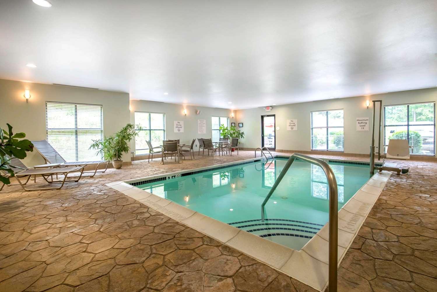Pool - Comfort Inn & Suites Tunkhannock