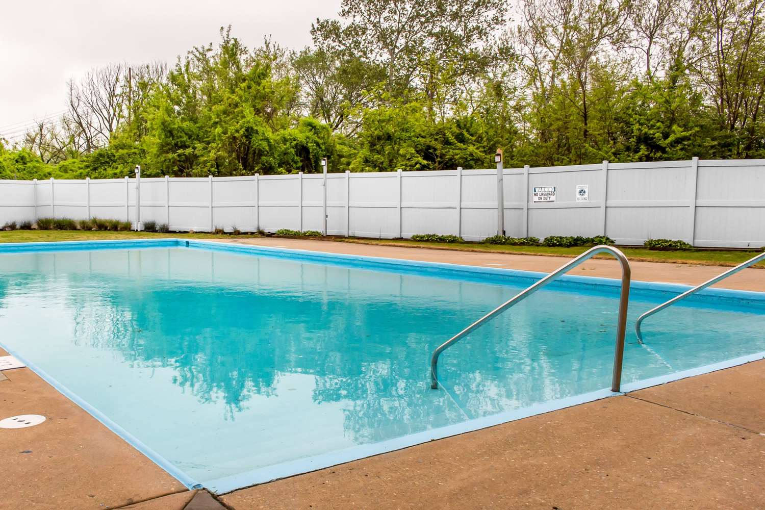 Pool - Clarion Hotel Conference Center Essington