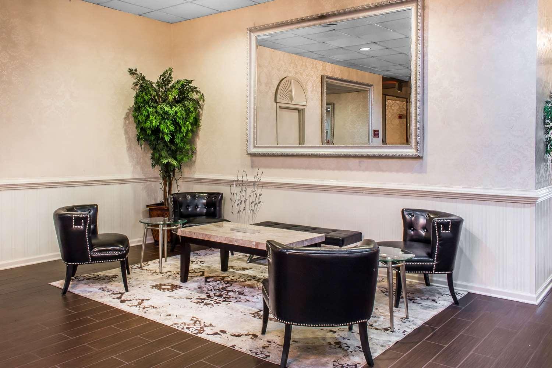 Lobby - Clarion Hotel Conference Center Essington