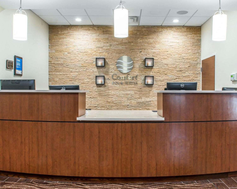 Lobby - Comfort Inn & Suites Pittsburgh