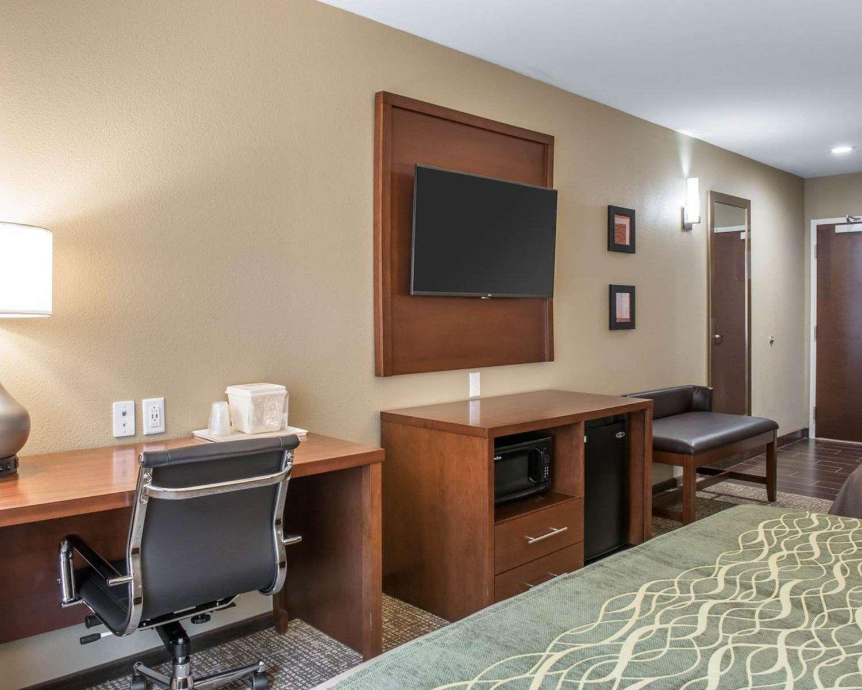 Room - Comfort Inn & Suites Pittsburgh