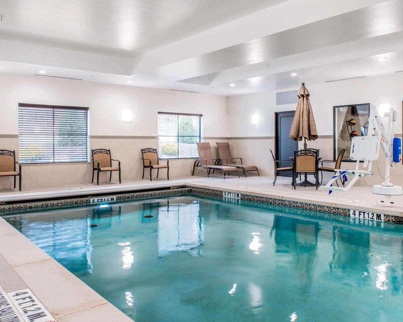 Pool - Comfort Inn & Suites Pittsburgh