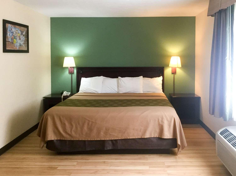 Room - Econo Lodge Union Deposit Harrisburg