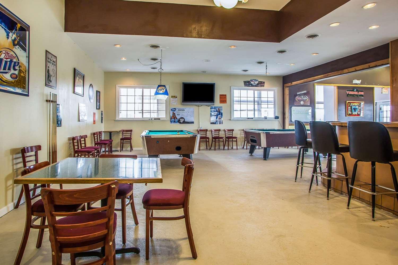 Restaurant - Econo Lodge Breezewood