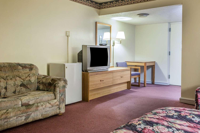 Suite - Econo Lodge Breezewood