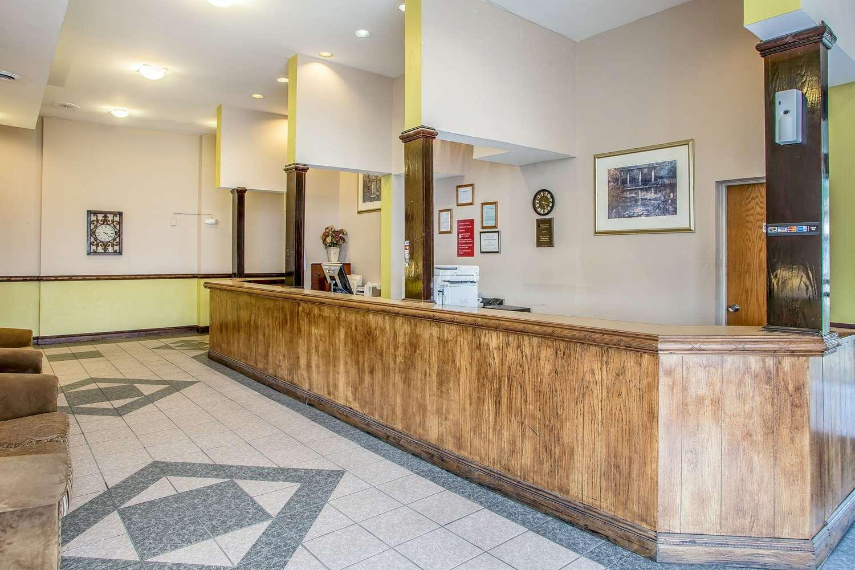 Lobby - Econo Lodge Breezewood