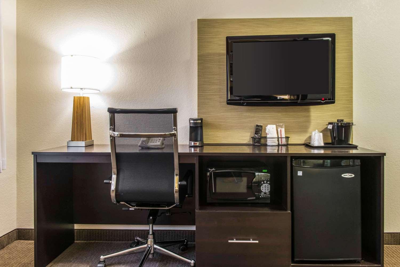 Room - Sleep Inn & Suites Pittsburgh