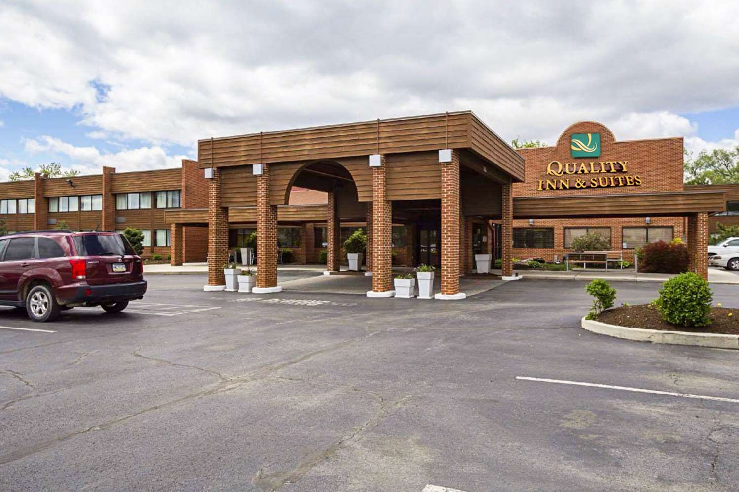 Exterior view - Quality Inn & Suites Altoona
