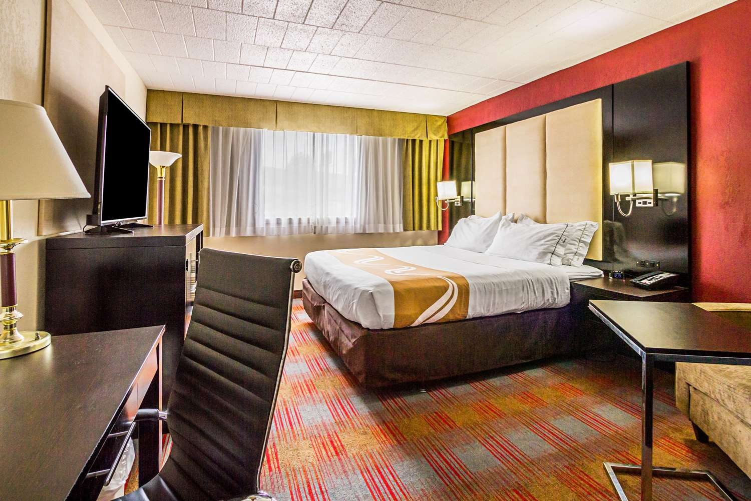 Room - Quality Inn & Suites Altoona