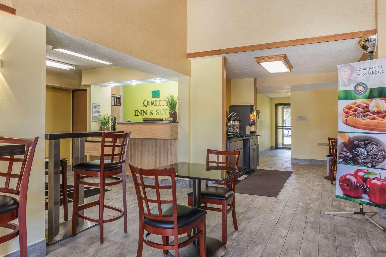 Lobby - Quality Inn & Suites Harmarville