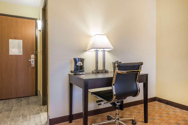 Room - Quality Inn & Suites Harmarville