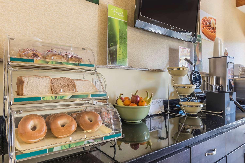 Restaurant - Quality Inn & Suites Harmarville