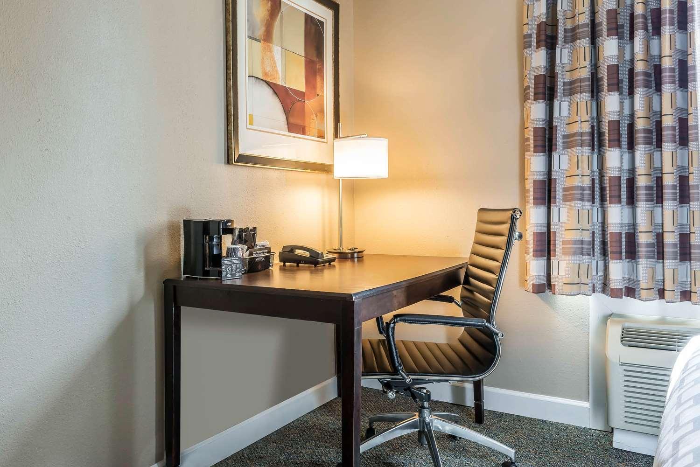 Room - Clarion Inn Belle Vernon