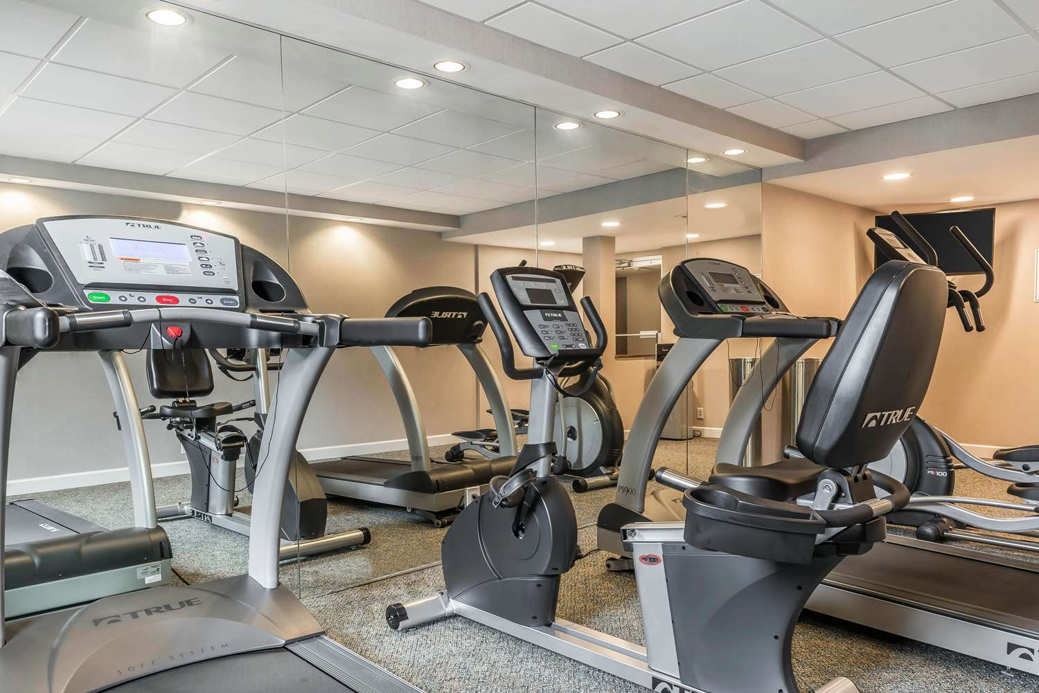 Fitness/ Exercise Room - Clarion Inn Belle Vernon