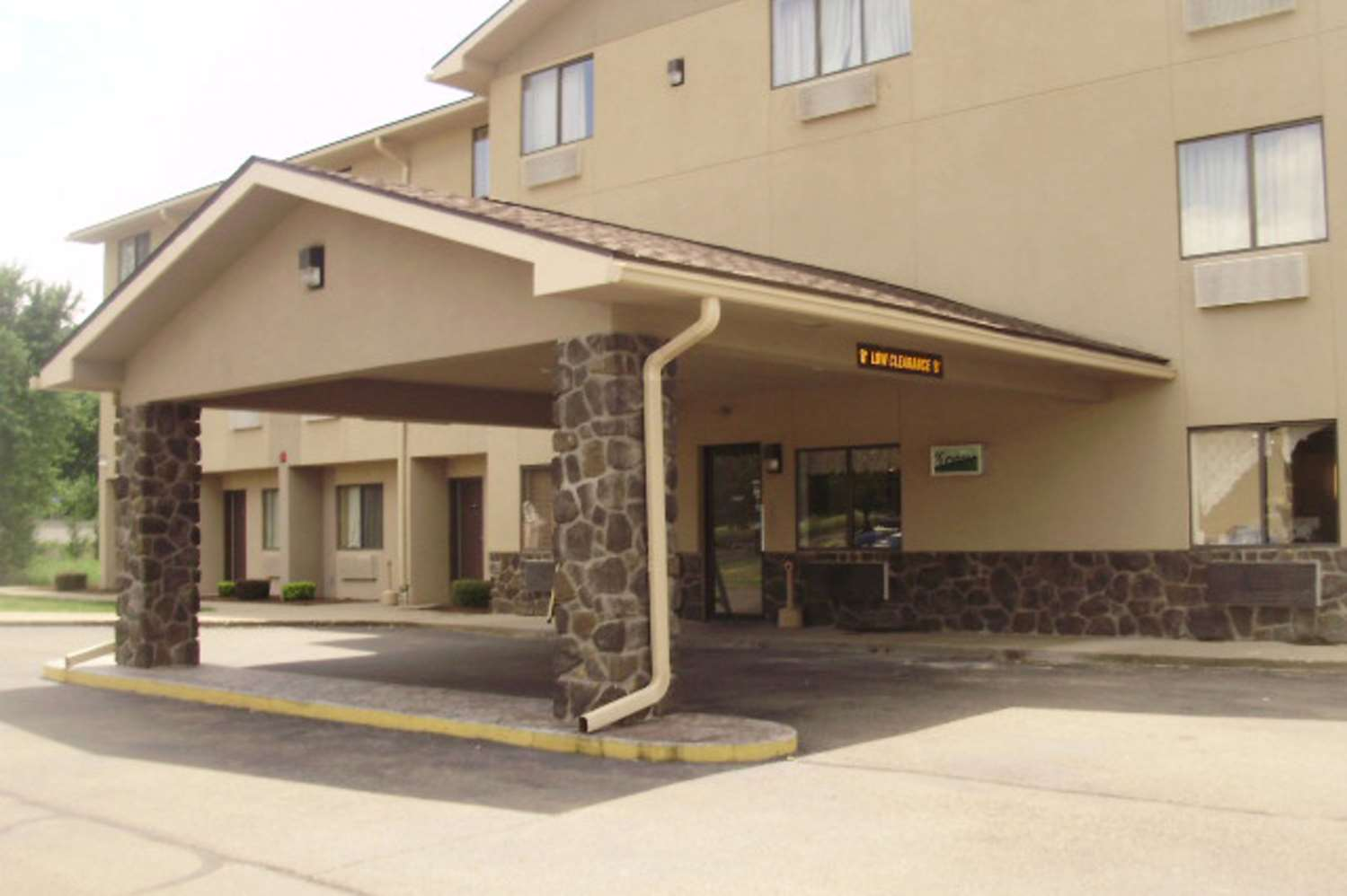 Exterior view - Quality Inn & Suites Warren
