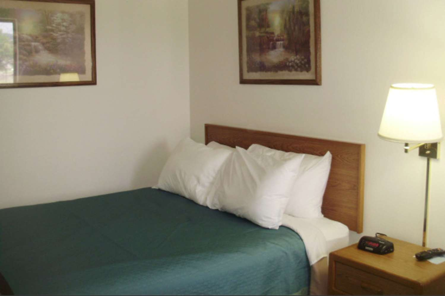 Room - Quality Inn & Suites Warren
