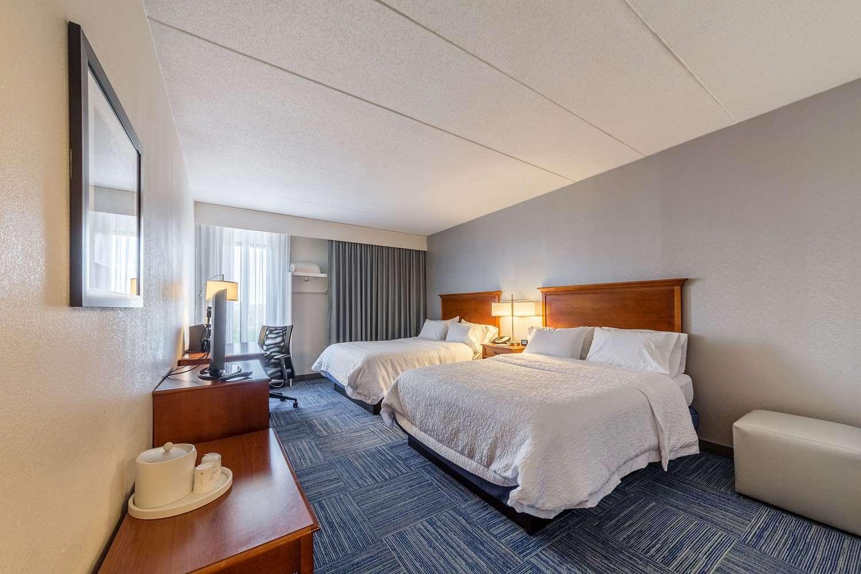 Room - Allentown Park Hotel