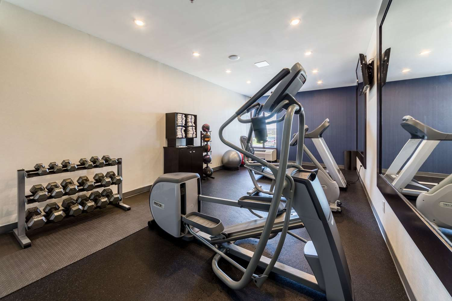 Fitness/ Exercise Room - Allentown Park Hotel