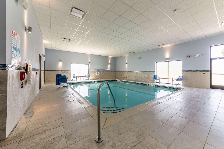 Pool - Allentown Park Hotel