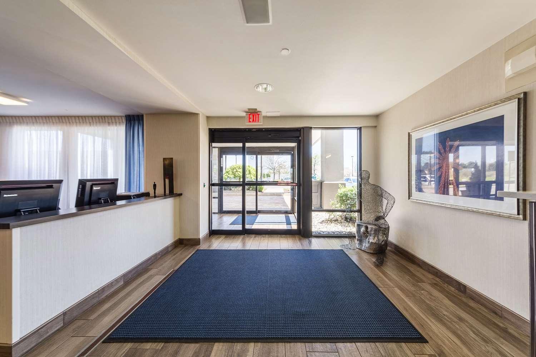 Lobby - Allentown Park Hotel