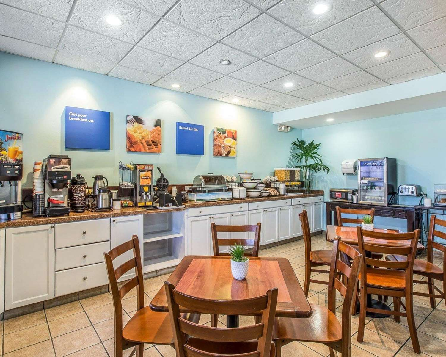 Restaurant - Comfort Inn Levittown