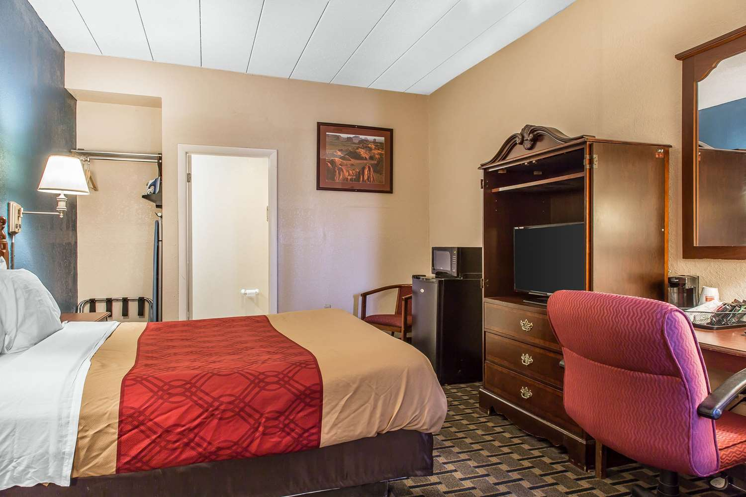 Room - Econo Lodge Cranston