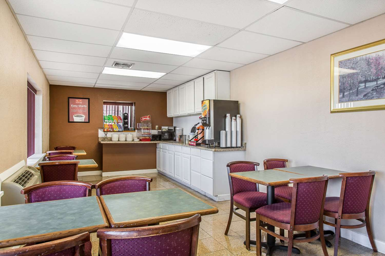 Restaurant - Econo Lodge Cranston