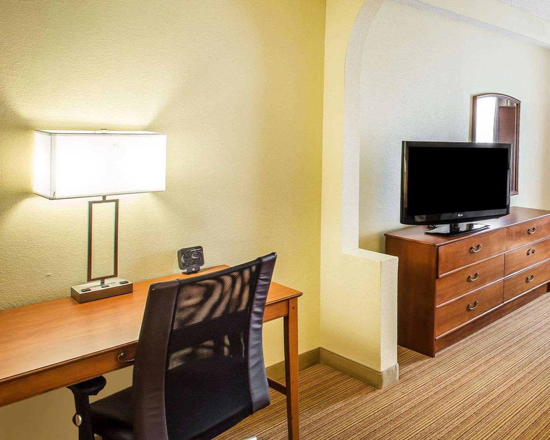 Room - Comfort Suites Anderson