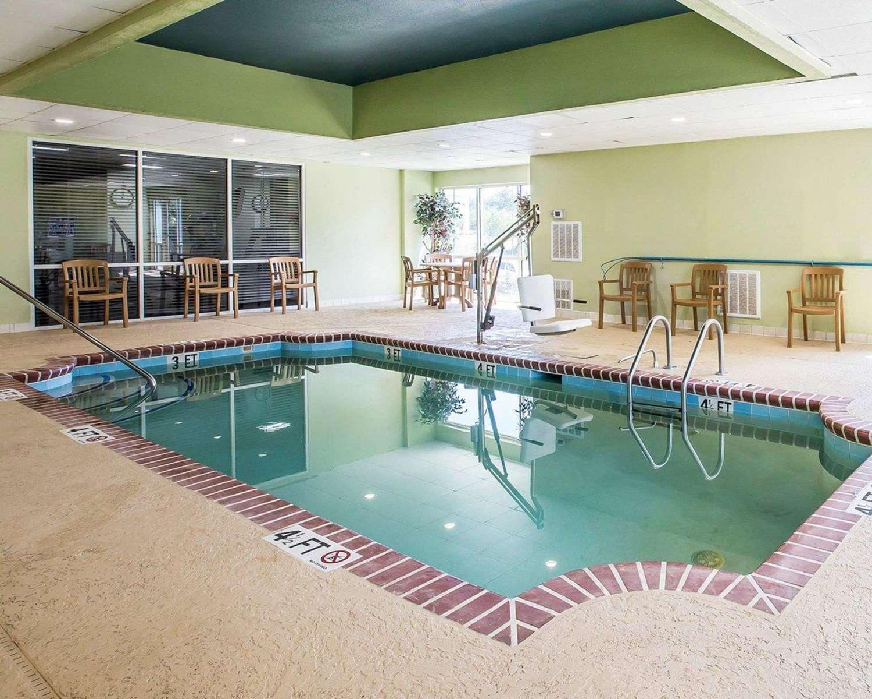Pool - Comfort Suites Anderson