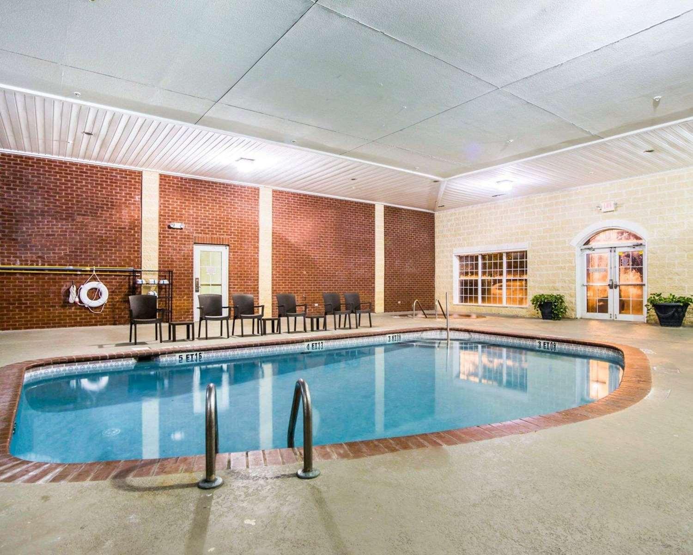 Pool - Comfort Suites Sumter