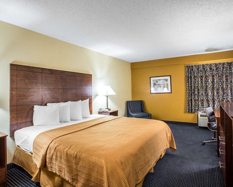 Room - Quality Inn Mullins