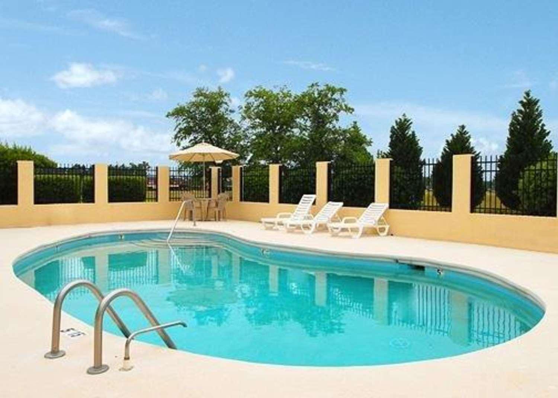 Pool - Quality Inn Mullins