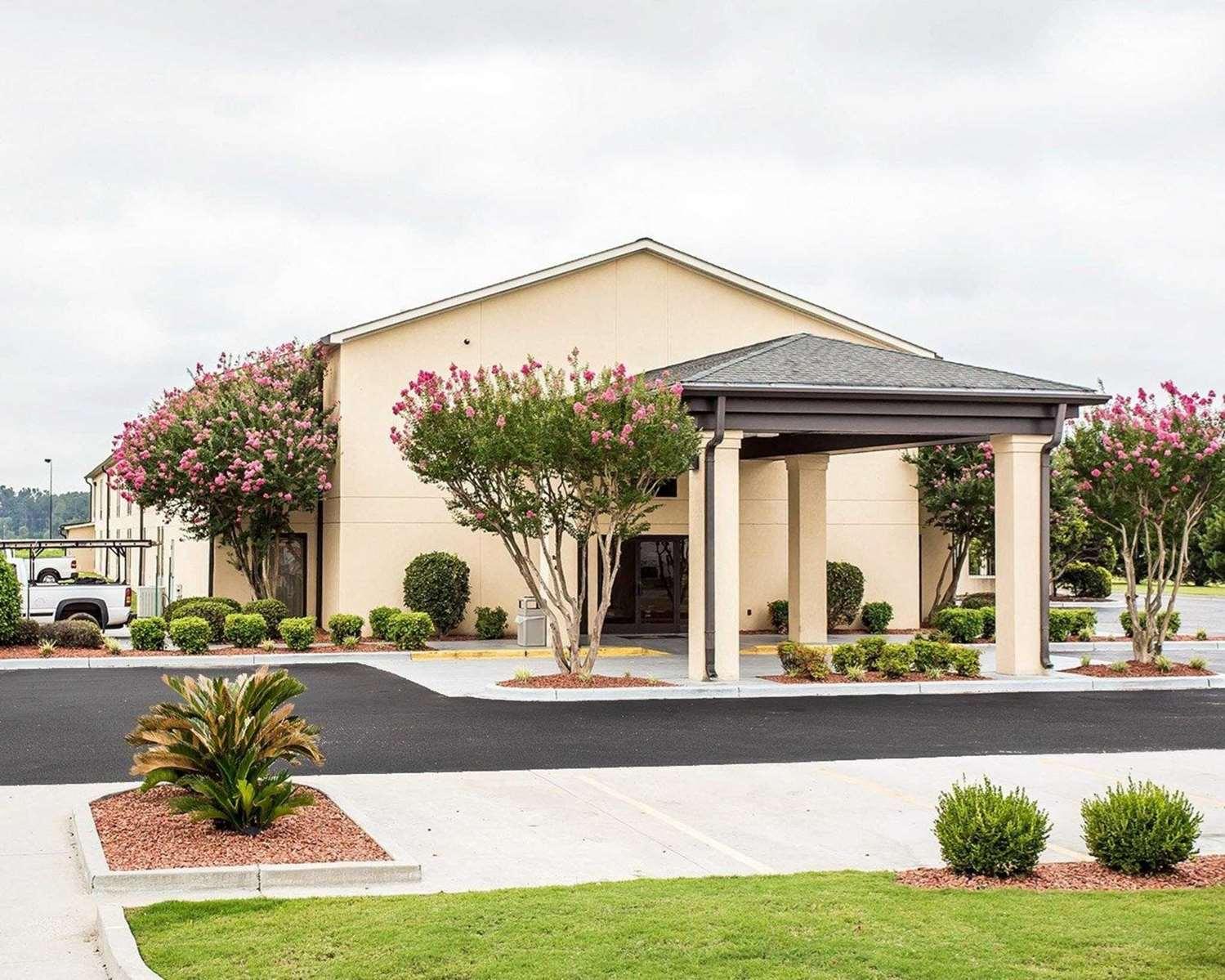 Exterior view - Quality Inn Mullins