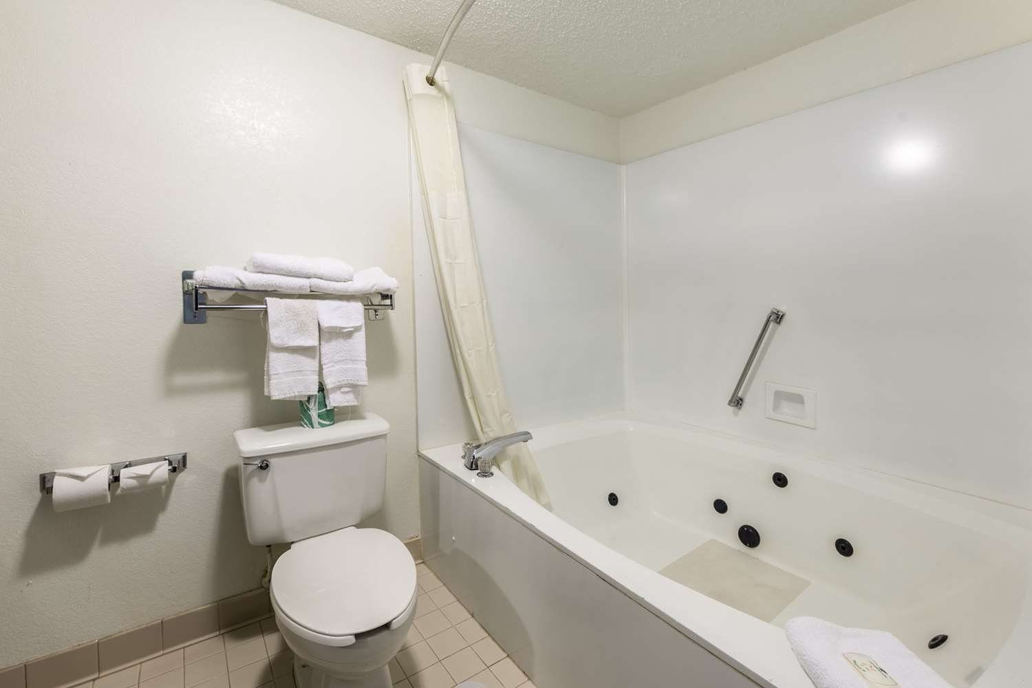 Room - Quality Inn Simpsonville
