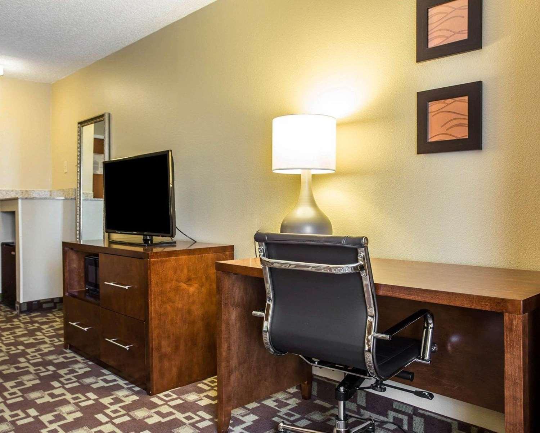 Room - Comfort Inn & Suites Walterboro
