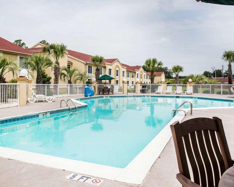 Pool - Comfort Inn & Suites Walterboro