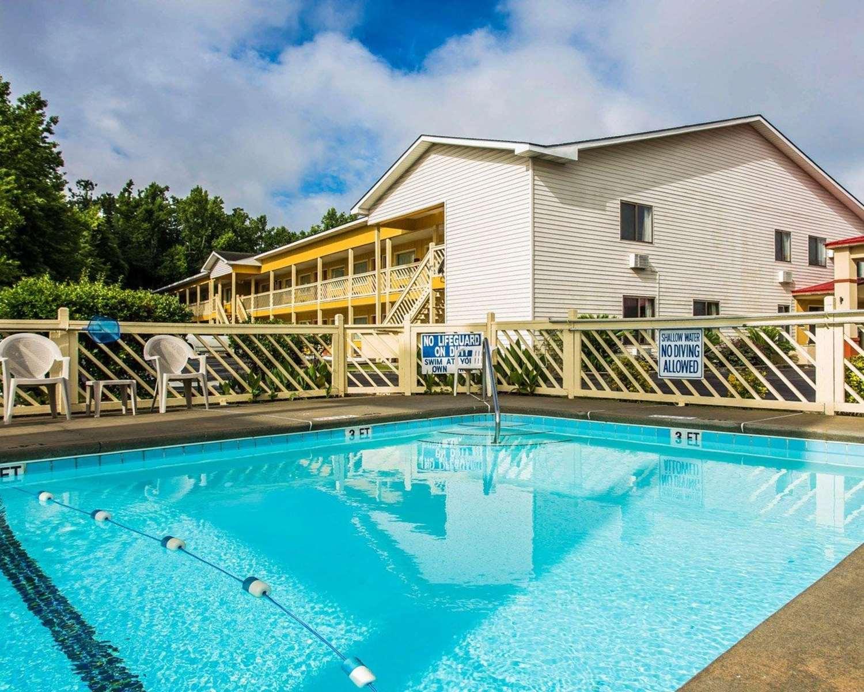 Pool - Econo Lodge St George