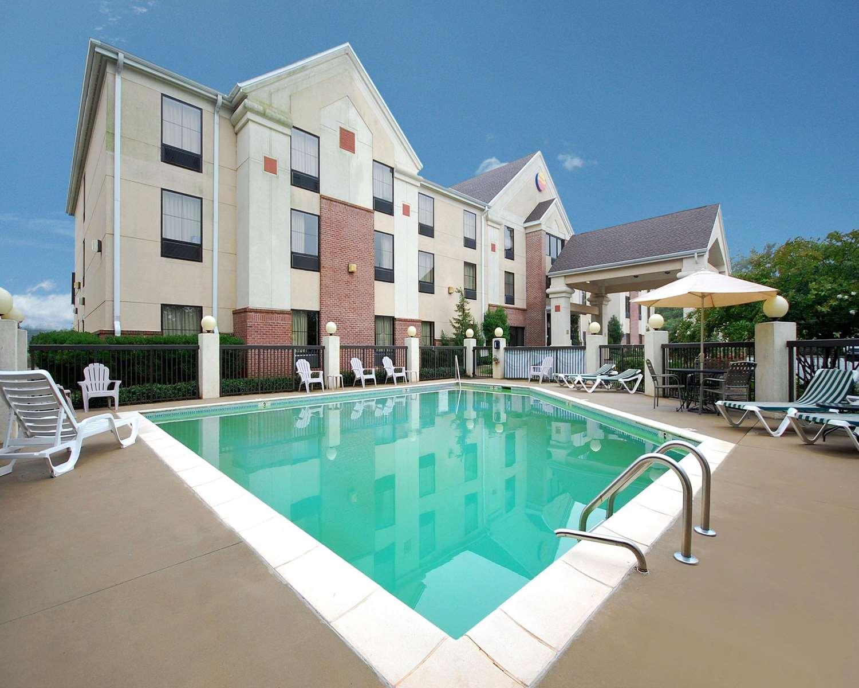 Pool - Comfort Inn & Suites Spartanburg