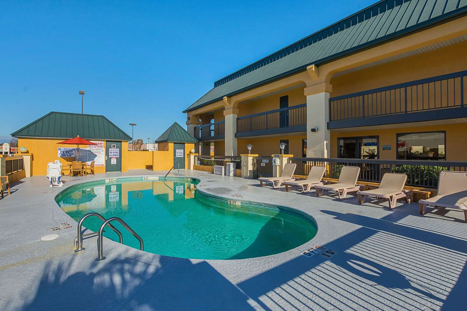 Pool - Quality Inn & Suites Civic Center Florence